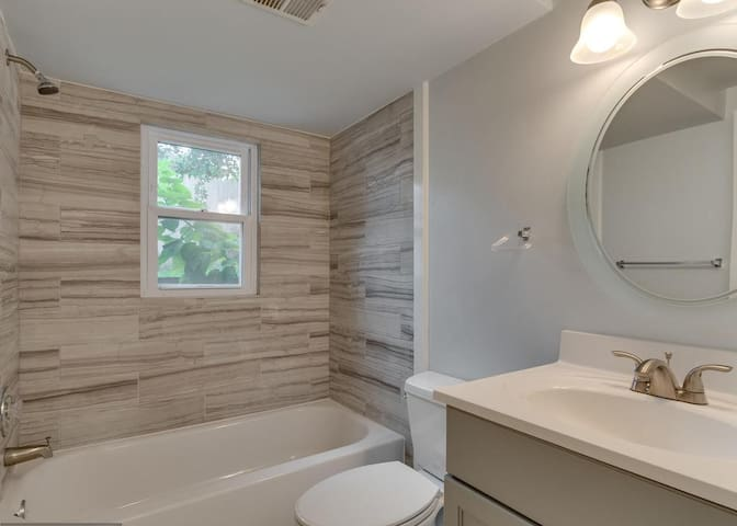 Private comfortable 1 BR basement Apt close to DC