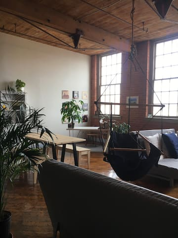 Creative Writer's Loft on the River Near Downtown - Detroit - Loft