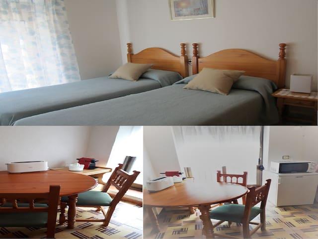 Habitación y comedor para dos personas en Laspuña.