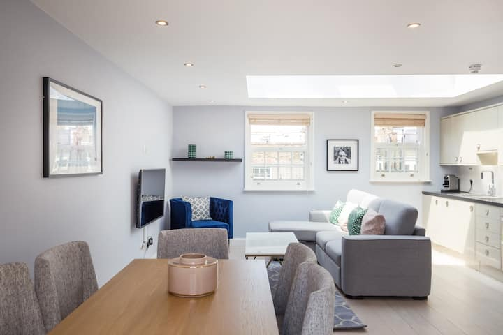 Prime Covent Garden 2 Bed Penthouse with Balcony