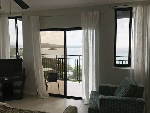 GORGEOUS Views in an IDEAL Location - Gros Islet - Apartament