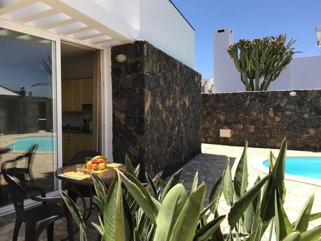 Cozy Studio with pool near the beach & center