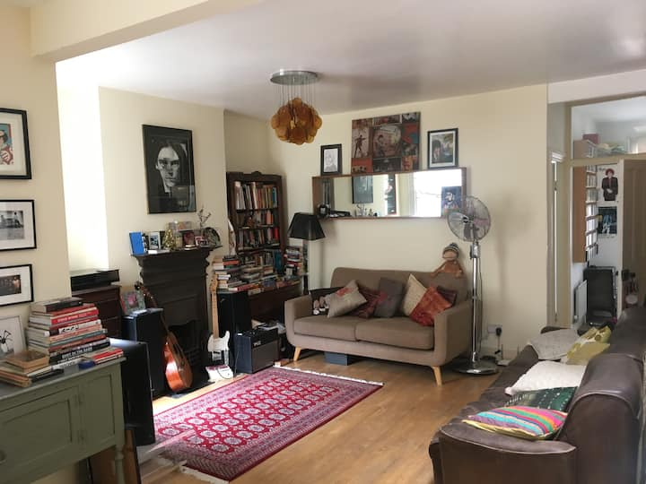 Great flat one minute from the tube
