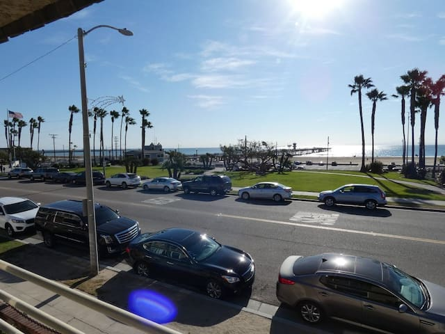 OCEAN VIEWS 3Bd/2Bath Condo in Eclectic Seal Beach