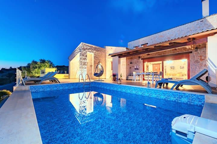 Βίλα με πισίνα Νησάκι (Nisaki villa)