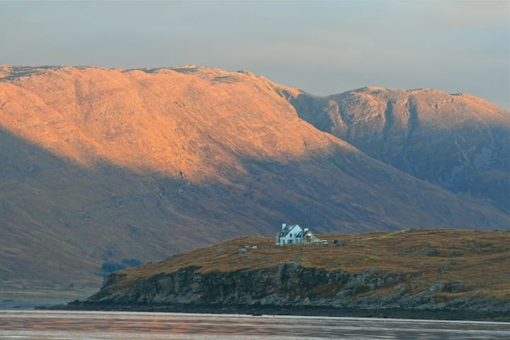 EAGLE ROCK Luxury Eco-Lodge, Applecross nr Skye