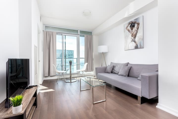 ⚡1BR Condo Sleeps 4⚡Scotiabank Arena Downstairs