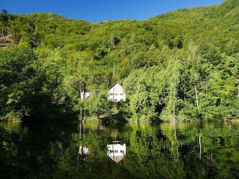 伊德裏察河畔的夏日別墅