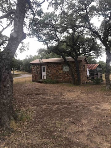 Tiny home on 40 acres! 38 miles to ATX, 58 to FBG