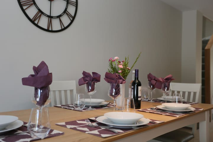 Relaxing open plan dining area