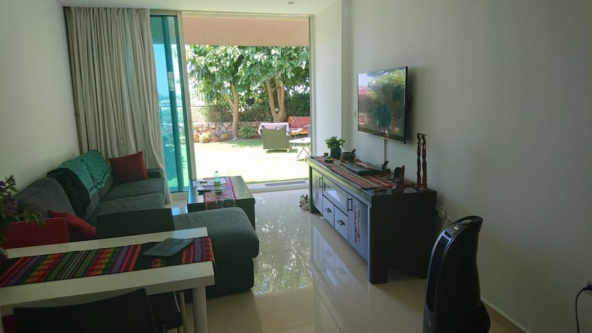 Ocean view garden apartment. access to pool & GYM