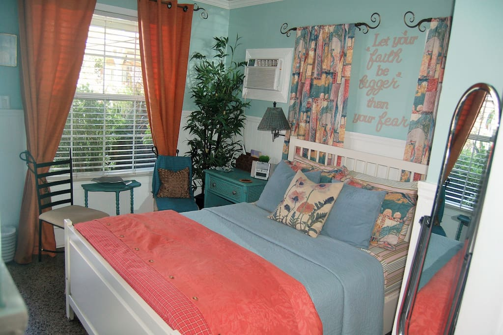 Key West guest room (double bed)