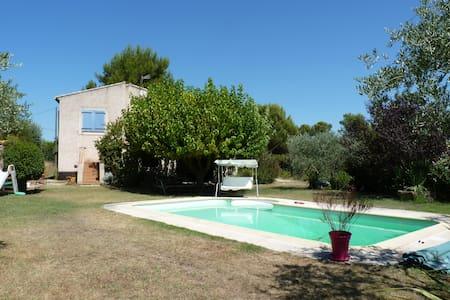 Maison calme avec piscine entre Aix et Marseille - Gréasque