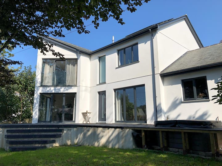 Detached contemporary property within town centre