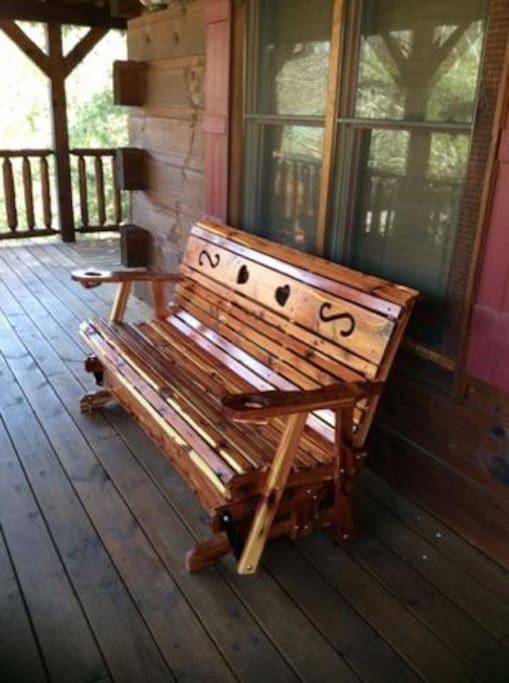 Owlpine Lodge-Porch Glider