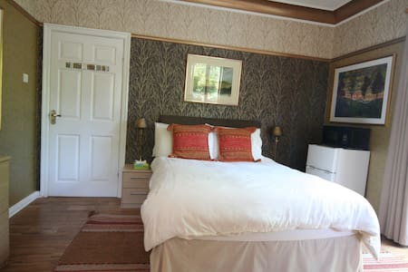 G/floor, self-catering, with private entrance - Douglas