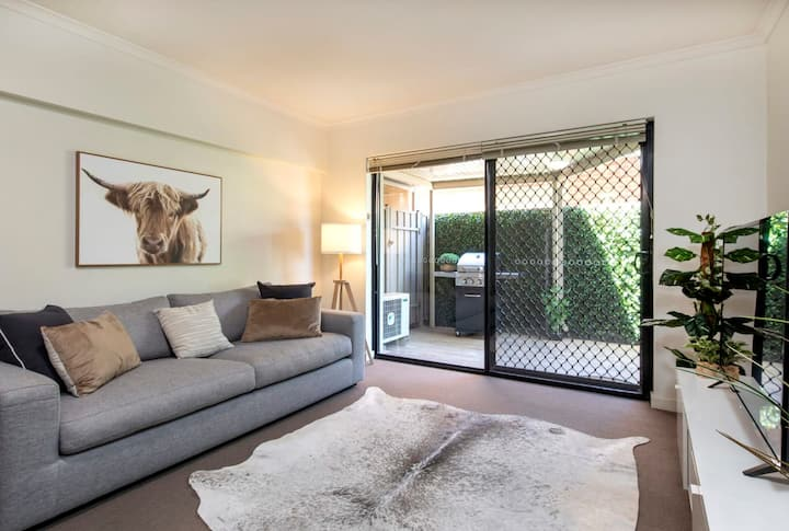 Stylish 3 bed ★ 300m to the beach ★ Wifi ★ Parking ★ Glenelg South