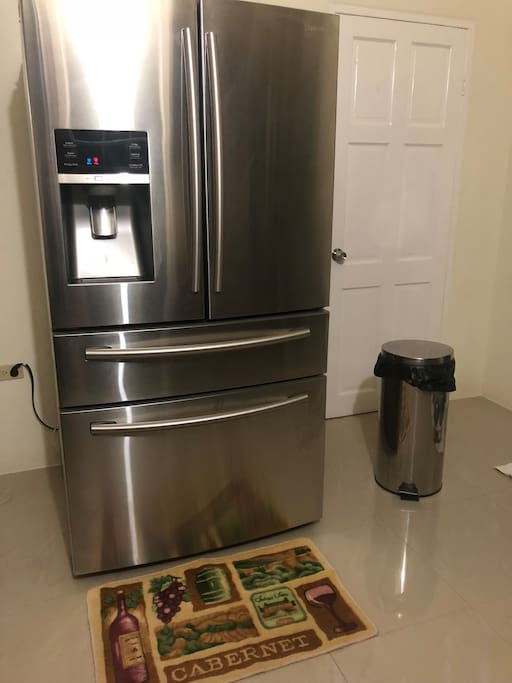 Stainless Steal fridge with water n ice maker garbage to match