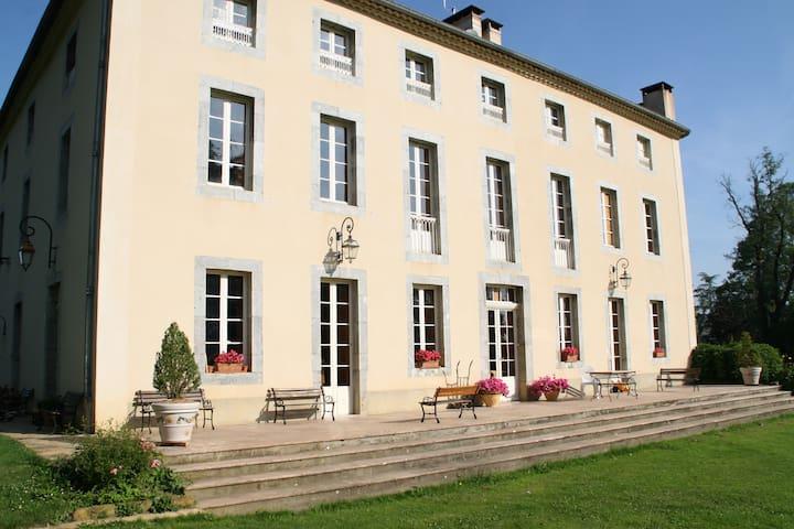 Chambre privée avec sa salle de bain - Montjoie-en-Couserans