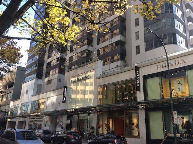 2 Bdrm Penthouse Alberni St. Downtown near Robson - Vancouver - Appartement