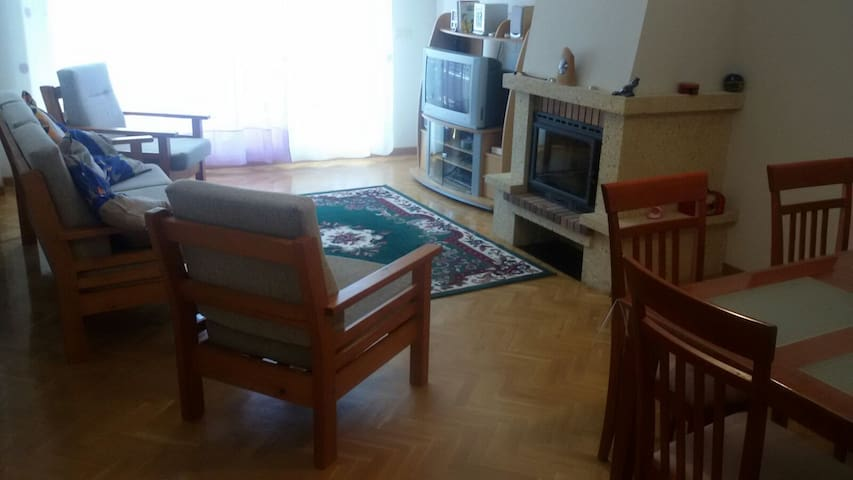 Amplio apartamento a las afueras - Villamayor