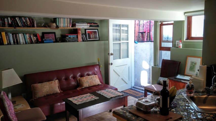 Casa Periwinkle - Garden Apartment