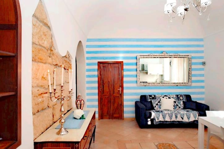 Charming home on Piazza Cinisi near airport&beach