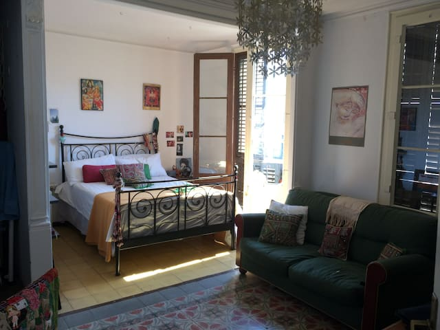 Very large bright double room in City center