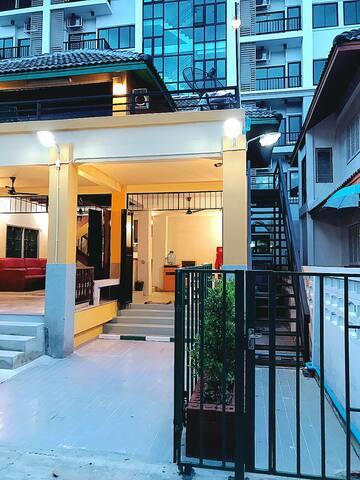 กิลด์เฮ้าส์ บ้านพัก ริมหาดบางแสน Guild House Bangsaen