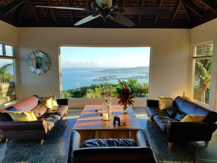 Luxury Large Suite Balcony Sea/Mt Views 580sf+A.C.