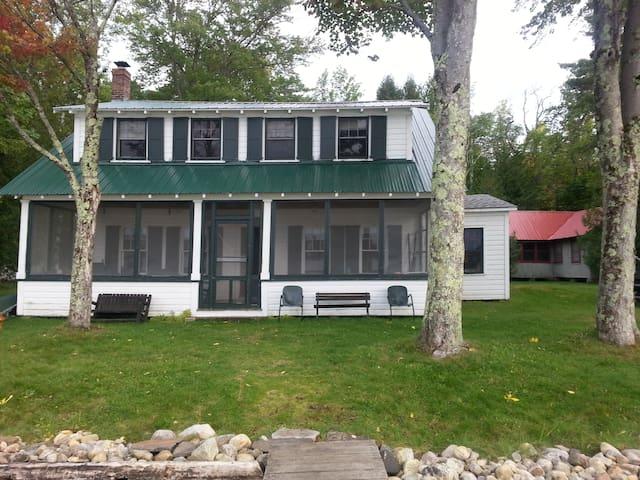 Vintage Lake Cottage near Middlebury & Brandon