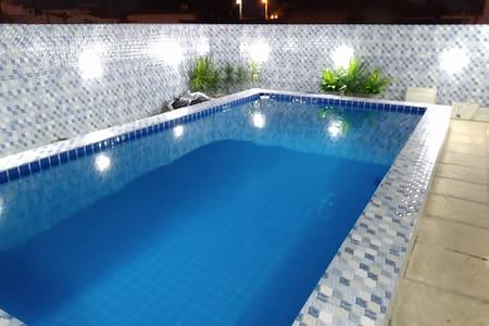 Casa com piscina e Área Gourmet com churrasqueira