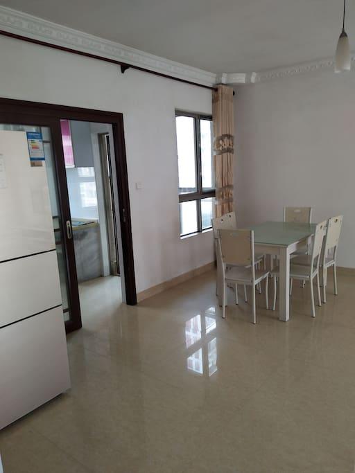房间饭厅及厨房