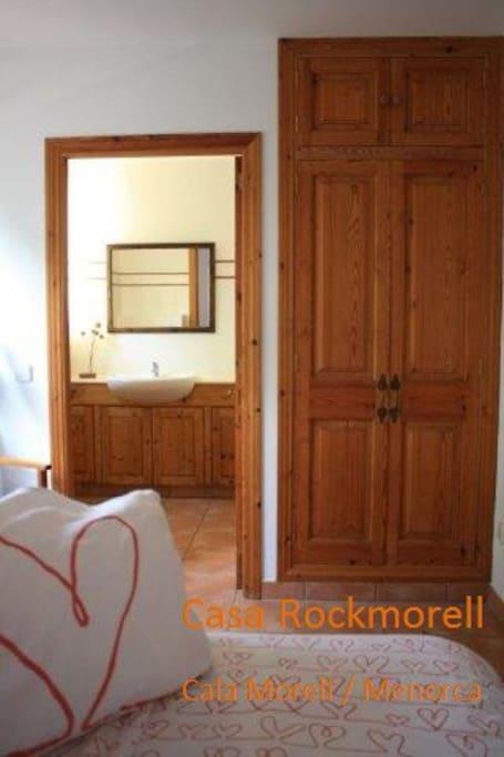 Bedroom with en suit bathroom