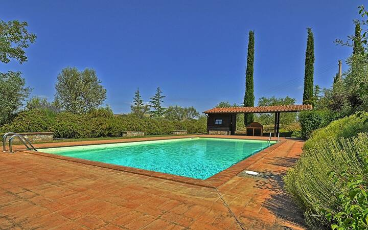 Val d'Orcia 6 bedroom villa with pool