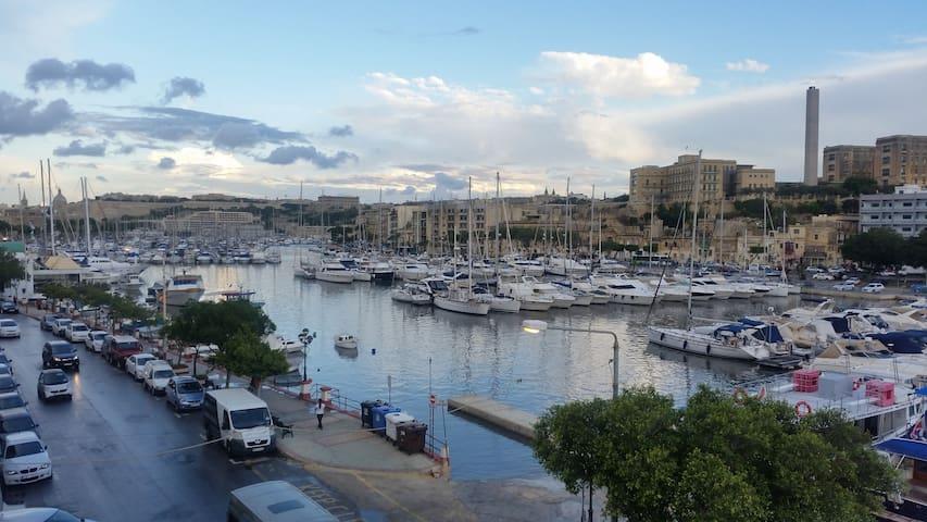Ta'Xbiex Seafront 3 bedrooms near Valletta+Sliema