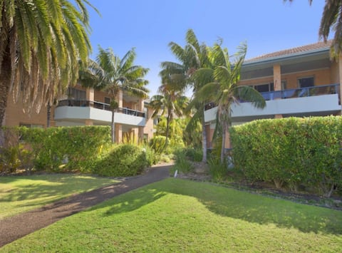 Large Beachside Narrabeen Apartment