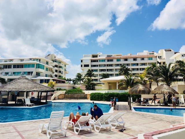 Brisas Sunlight Apartment - Private beach & pools