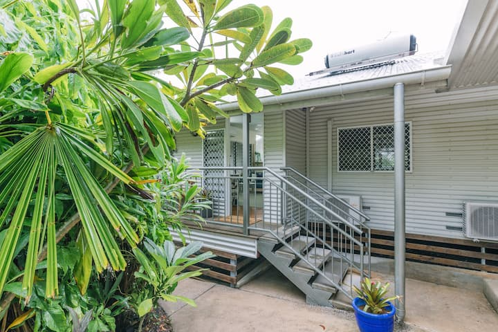 Entire Tropical Home - walk to Palmerston CBD