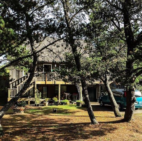 Lovely salt box cedar house - Gearhart - Casa