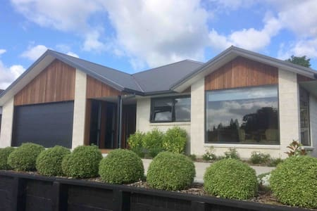 Katikati Bed & Breakfast, quiet luxury home-stay