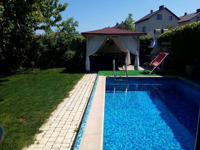 Сдам дом-виллу с бассейном
