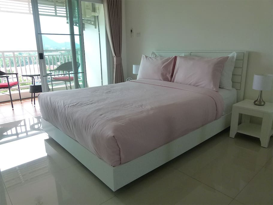 Bedroom with Queensize Bed (180cm)