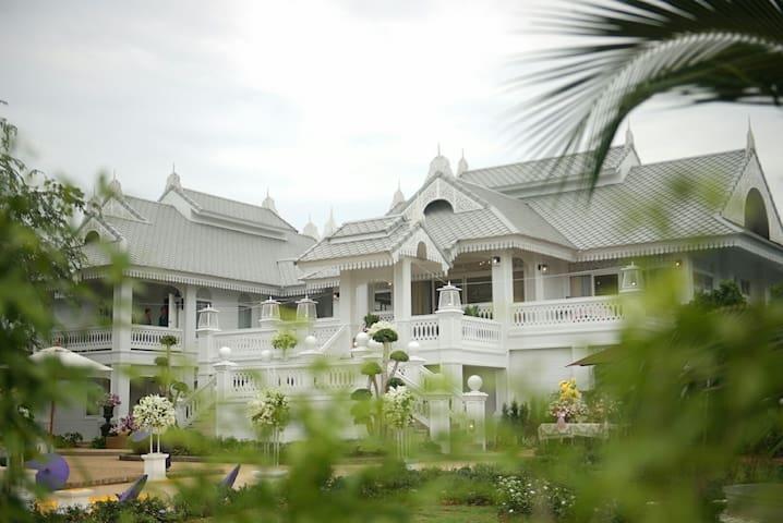 NirvaNAN Luxury Homestay - Grand Deluxe Room