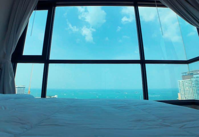 71 芭提雅市中心眺高正海景2室套房,自带无边泳池。