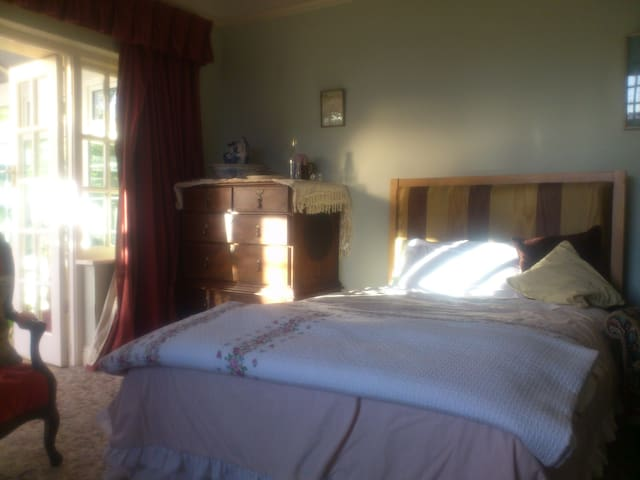 Two double beds - Greystones