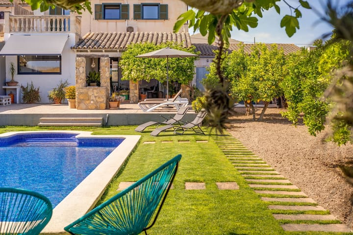 Modern Holiday Home with Pool, Garden, Terrace & Wi-Fi