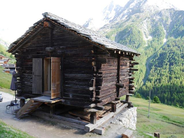 mayen à Henri, Val d'Hérens, Valais, Sion, Suisse - Evolène - Cabaña