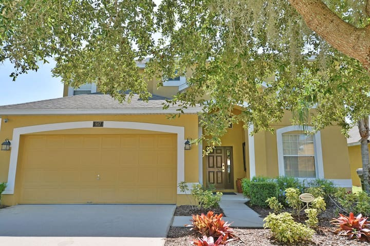 Stunning Pool Home in Gated Community - Spa, Game Room & BBQ (917OCB)