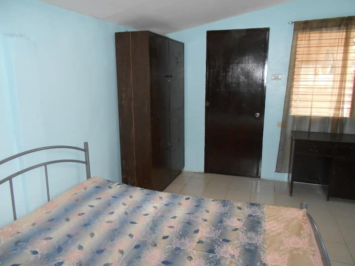 Comfy room w/ private entrance & attached bathroom